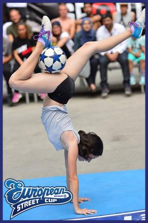 Lucia Kevick� - freestyle football